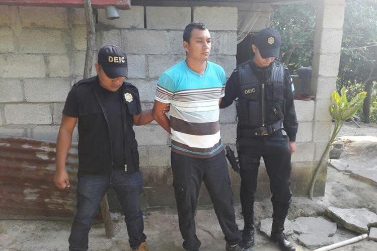 Ronald Renee Ramírez Montejo es sindicado de la muerte de su novia Claudia Eunice Villegas González, asistente de una diputada por Huehuetenango. (Foto Prensa Libre: Cortesía PNC)