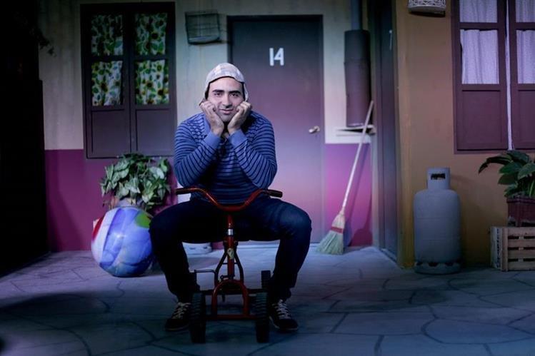 El argentino Jorge Ávila vive en la vecindad del Chavo del Ocho que construyó como un homenaje al personaje de Roberto Gómez Bolaños. (Foto Prensa Libre: AP)