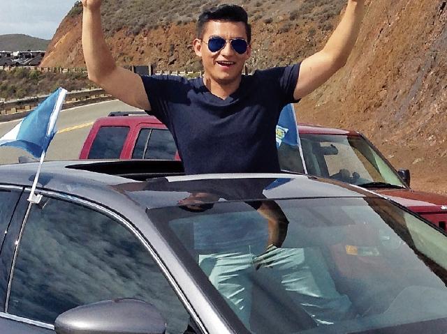 El guatemalteco Jonathan Duarte es gerente de ventas en una empresa distribuidora de  vehículos.