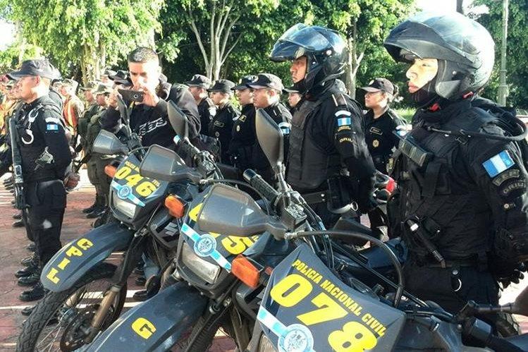 Agentes de la Policía Nacional Civil participan en operativos en la zona 6. (Foto Prensa Libre: Estuardo Paredes)
