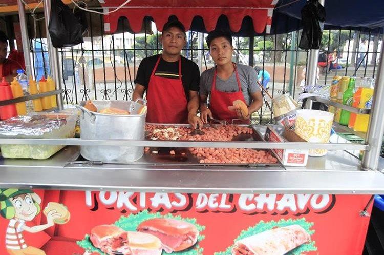 Las Tortas del Chavo son una opción gastronómica a un costado del parque de Mixco. (Foto Prensa Libre: Carlos Hernández).