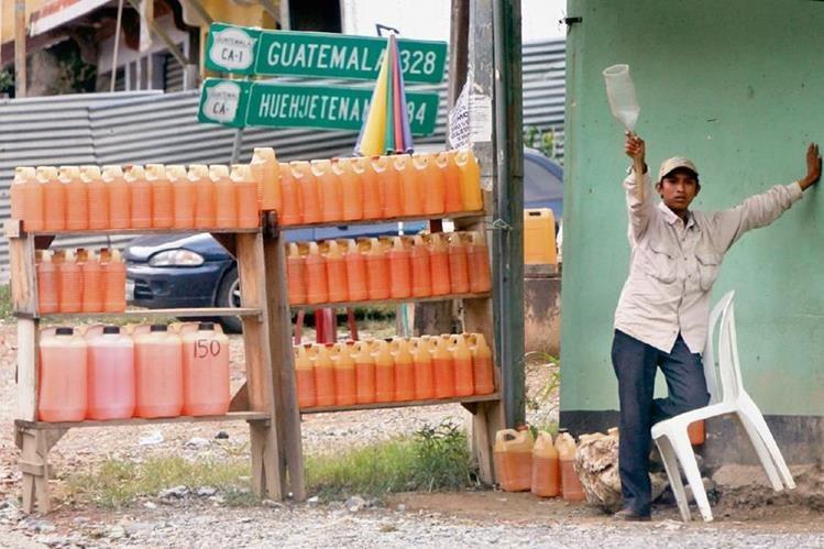 el contrabando de combustible de México hacia Guatemala ha disminuido en los últimos tres años, aseguran comerciantes e importadores.