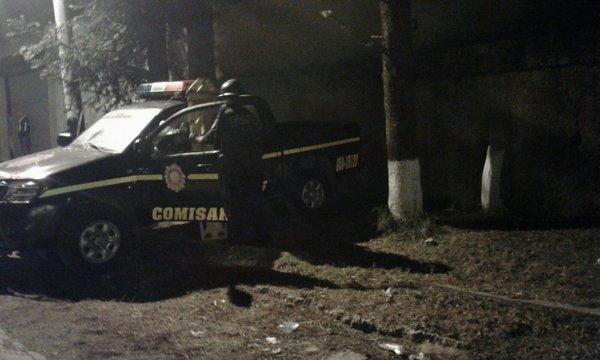 Los agentes fueron atacados en kilómetro 26.5 de la ruta a Santa Elena Barillas, Villa Canales. (Foto Prensa Libre: CBV)