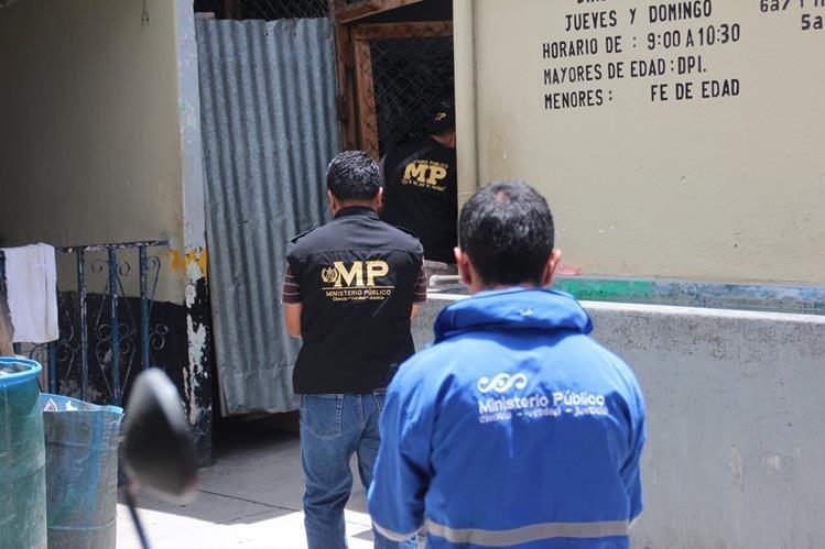 Fuerzas de seguridad ingresan al preventivo de Huehuetenango en busca de objetos ilícitos. (Foto Prensa Libre: Mike Castillo)