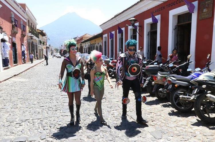 Los tres miembros del circo se mostraron emocionados de conocer el país y deleitar a los guatemaltecos con su show. (Foto Prensa Libre: Renato Melgar).