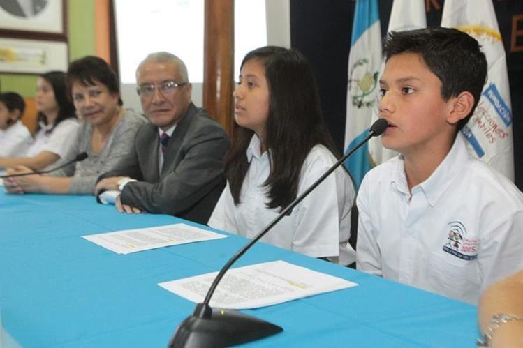 Luis Angel, magistrado del TSE infantil, invita a la niñez a votar. (Foto Prensa Libre: Alvaro Interiano)