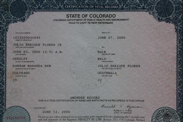 Certificado de nacimiento del menor.