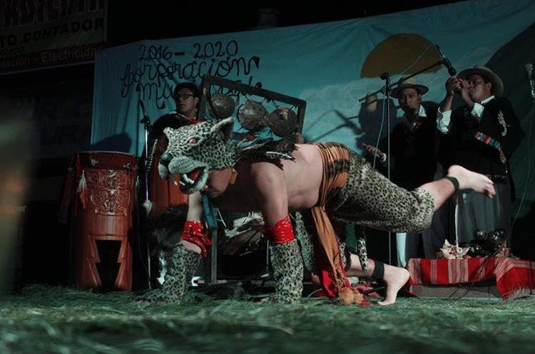 El grupo Xajil se presentó en el 2016 en la feria de El Tejar, Chimaltenango. (Foto Prensa Libre: Víctor Chamalé)