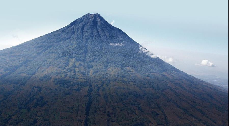 Un deslave desde el volcán de Agua generó una de las primeras catástrofes registradas en la historia nacional (Foto: Hemeroteca PL).