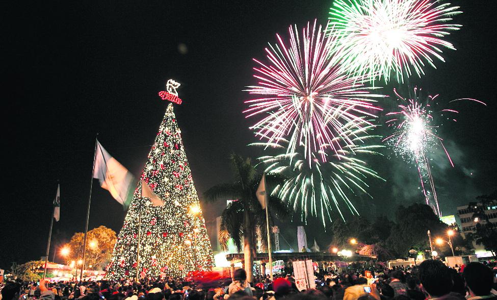 El Árbol Gallo, nuevamente será encendido en la Plaza el Obelisco.( Foto Prensa Libre: cortesía)