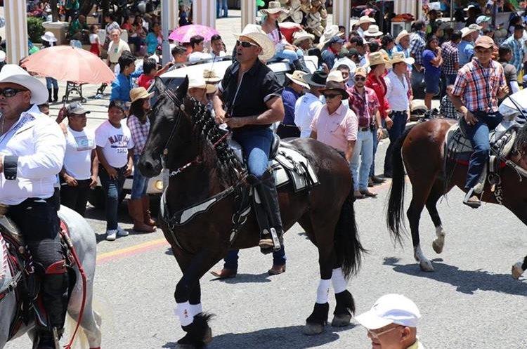 """Esduin Javier, """"Tres quiebres"""",  alcalde de Ipala, participó en el desfile."""
