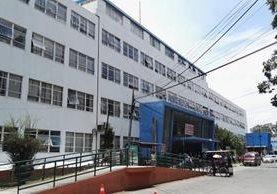Fachada del hospital Roosevelt en un día normal de atención en todas las unidades. (Foto Prensa Libre: Roni Pocón)