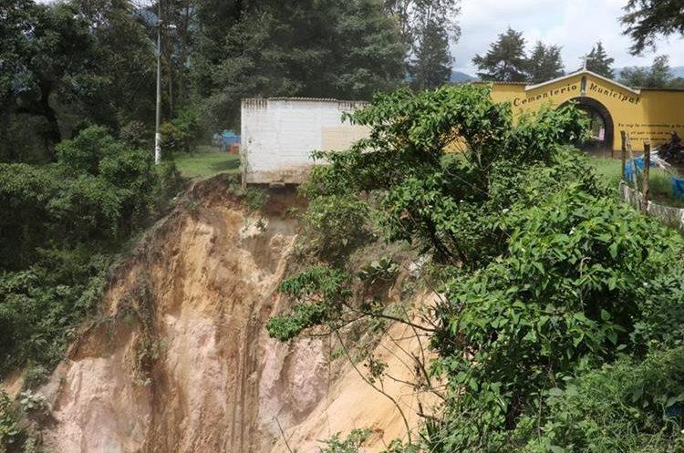 La pared de un cementerio en Chimaltenango. (Foto Prensa Libre: Víctor Chamalé)