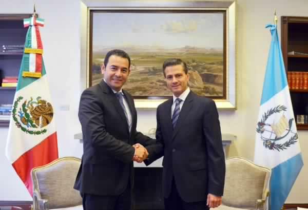 Jimmy Morales saluda al Presidente de México Enrique Peña Nieto. (Foto Prensa Libre: @JimmyPorGuate)