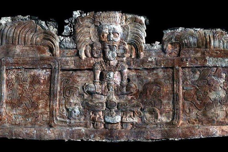 En el sitio arqueológico de Holmul se encontró un friso con figuras de reyes y dioses mayas. (Foto Prensa Libre: nationalgeographic.com.es)