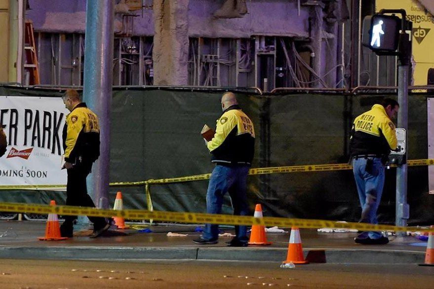 LAS VEGAS, NV - DECEMBER 20: Police officers investigate the scene on the Las Vegas Strip in front of the Paris Las Vegas where a car crashed into a group of pedestrians on the sidewalk reportedly injuring at least 35 people and killing one on December 20, 2015 in Las Vegas, Nevada.   Ethan Miller/Getty Images/AFP == FOR NEWSPAPERS, INTERNET, TELCOS & TELEVISION USE ONLY ==