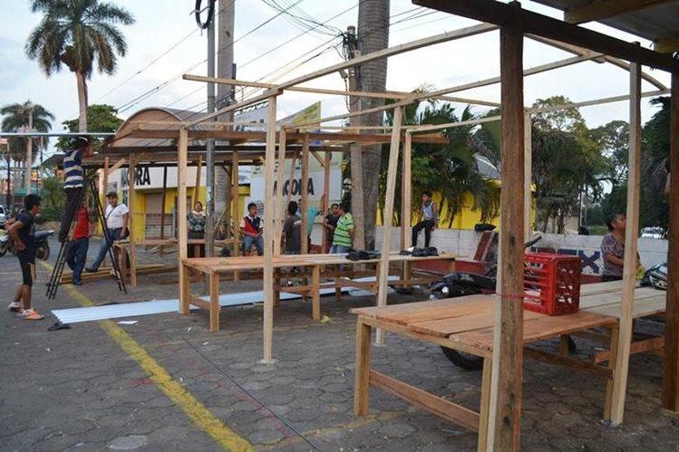 Área donde se reinstala el grupo de vendedores en la cabecera de Retalhuleu. (Foto Prensa Libre: Jorge Tizol).