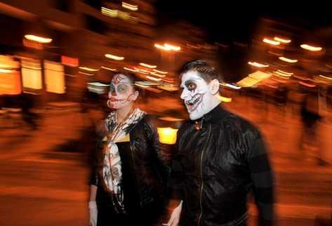 Cientos de estadounidenses se disfrazan para celebrar el Halloween. (Foto Prensa Libre: AFP)