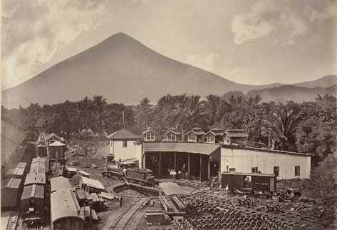 Estación del ferrocarril en Escuintla (aproximadamente de 1886). Álbum Arcain.