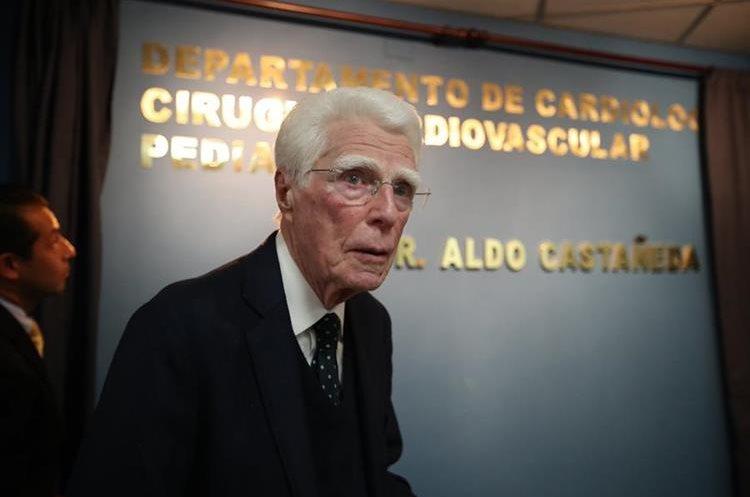Insigne doctor Aldo Castañeda decidió especializarse en cirugía cardíaca pediátrica al ver tantos padecimientos en niños guatemaltecos. (Foto Prensa Libre: Paulo Raquec)