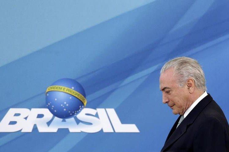 Michel Temer, presidente de Brasil, afronta una nueva crisis política. (Foto Prensa Libre: AP).