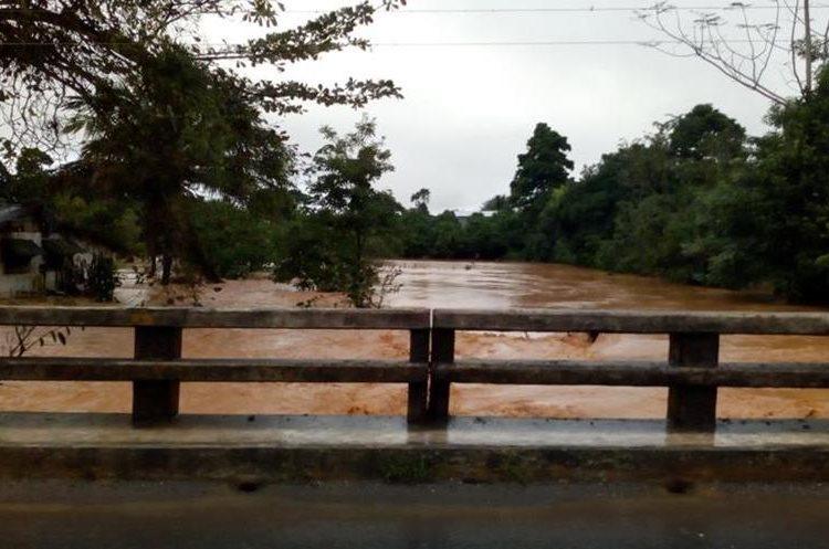El río Creek Negro se encuentra arriba de su nivel normal y presenta riesgo que sobrepase la ruta al atlántico en el kilómetro 260, Champona, Morales.