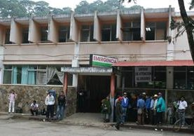 <p>En el Hospital Regional de Cobán, Alta Verapaz, permanecen las dos hijas heridas por su padre en la madrugada. FOTO PRENSA LIBRE: Archivo</p>