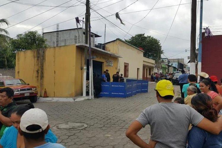 Floridalma Isabel Hernández Perpuac, 19, murió cuando se encontraba en una venta de tortillas. (Foto Prensa Libre: Mario Morales)