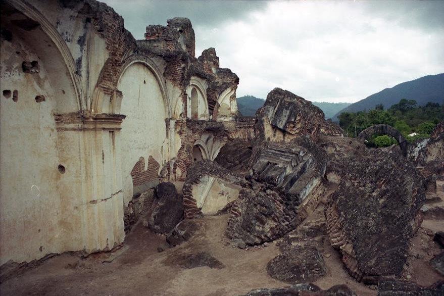 Ruinas de La Recolección. En algunos monumentos parece que el tiempo se detuvo ya que los vestigios pareciera que no se movieron en siglos. (Foto: Néstor Galicia)