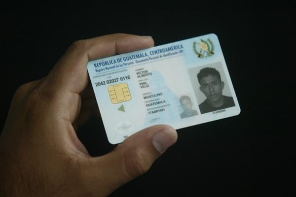 <p>Carne de presentación del Documento Personal de Identificacion (DPI). (Foto Prensa Libre: Archivo).</p>