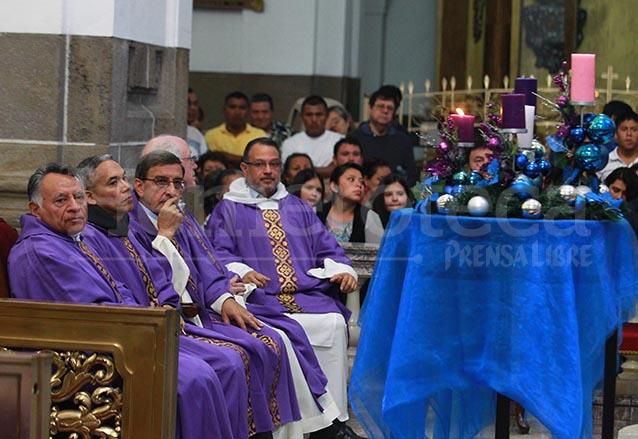 El color litúrgico que prevalece es el morado. (Foto: Hemeroteca PL)