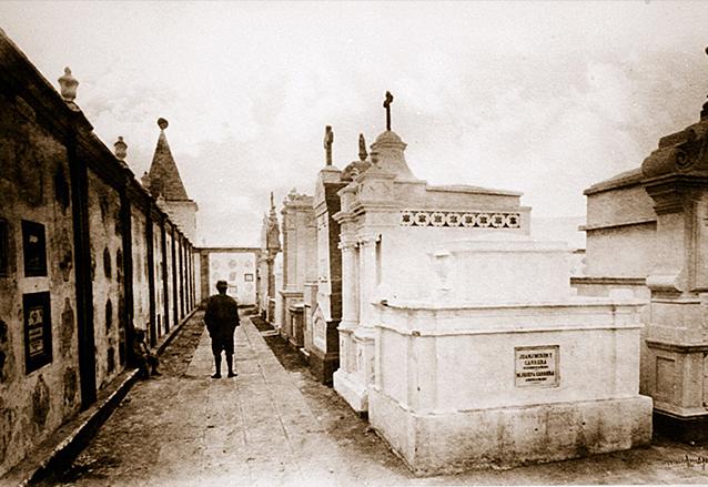 Cementerio de San Juan de Dios en la década de 1870. Hoy ocupado por la Parroquia y Hospital General. (Foto: Eadweard Muybridge)