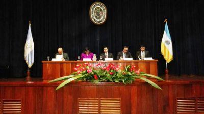 El magistrado Aguilar participó en un foro realizado en la Universidad Rafeal Landívar. (Foto Prensa Libre: Edwin Pitán)