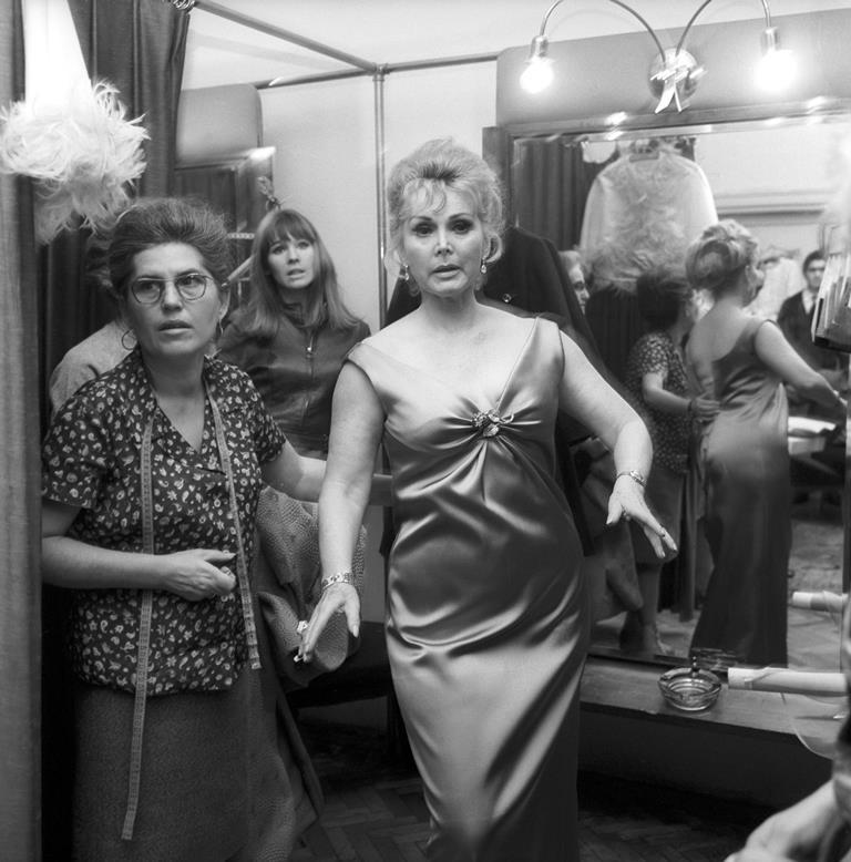 Zsa Zsa Gabor en camerinos del Rotschild Fashion Studio en Budapest, Hungría en 1968. (Foto Prensa Libre: EFE)