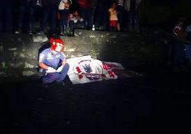 Bomberos indicaron que la muerte de las víctimas fue instantánea.(Foto Prensa Libre:Carlos Ventura)