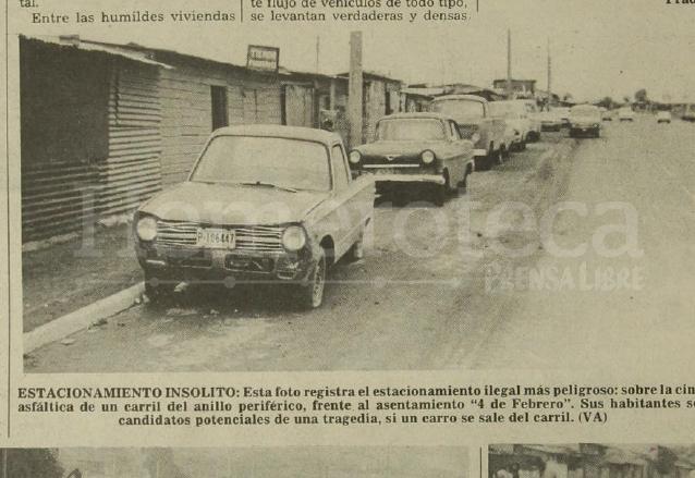 """Vehículos estacionados frente al asentamiento """"4 de febrero"""" que se instaló luego del Terremoto de 1976. (Foto: Hemeroteca PL)"""
