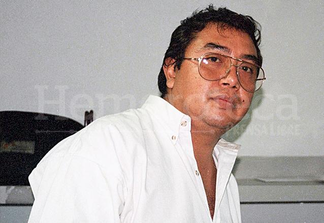 Roberto Martínez Castañeda murió mientras cubría las manifestaciones violentas por el alza al pasaje del transporte urbano el 27 de abril de 2000. (Foto: Hemeroteca PL)