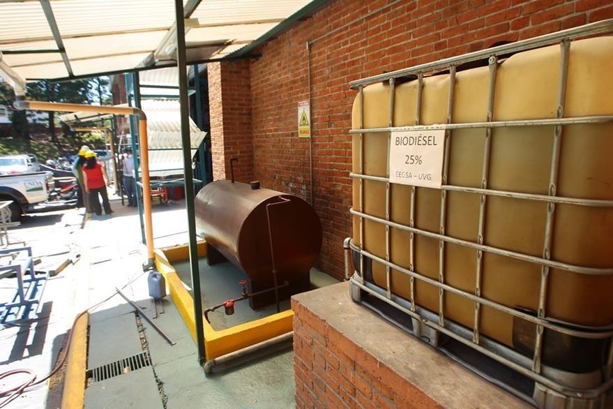 Centro de almacenaje de aceite reciclado. (Foto Prensa Libre: Álvaro Interiano)