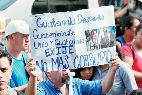 Con constantes  manifestaciones, miles de personas, cuestionan la corrupción y piden castigo a los implicados. (Foto: Hemeroteca PL).