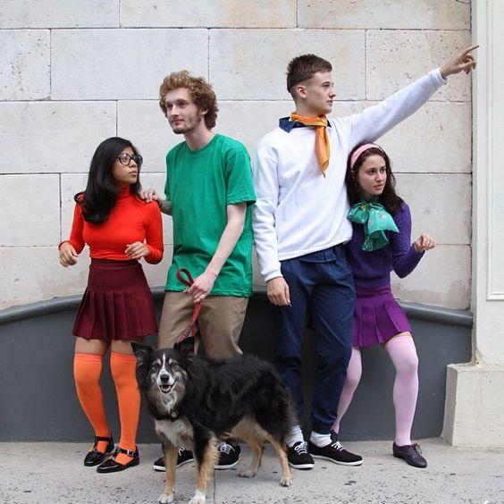 La pandilla de Scooby-Doo es perfecta para recrear en parejas o un grupo de amigos. Aunque no encuentres las prendas exactas, lo importante es mantener la esencia de cada personaje. (Foto Prensa Libre: PopSugar).
