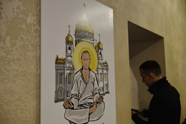 Una obra que representa Vladimir Putin como Buda.