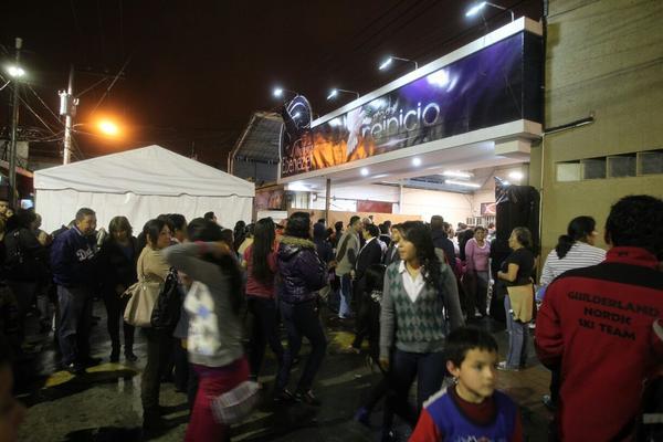 """<p>Miles de feligreses participan de vigilia en ministerios Ebenezer (Foto Prensa Libre: Paulo Raquec) <br _mce_bogus=""""1""""></p>"""