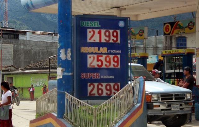 El precio de los combustibles en la región Ixil de Quiché, es el más alto del departamento, según representantes de transportistas. (Foto Prensa Libre: Óscar Figueroa)