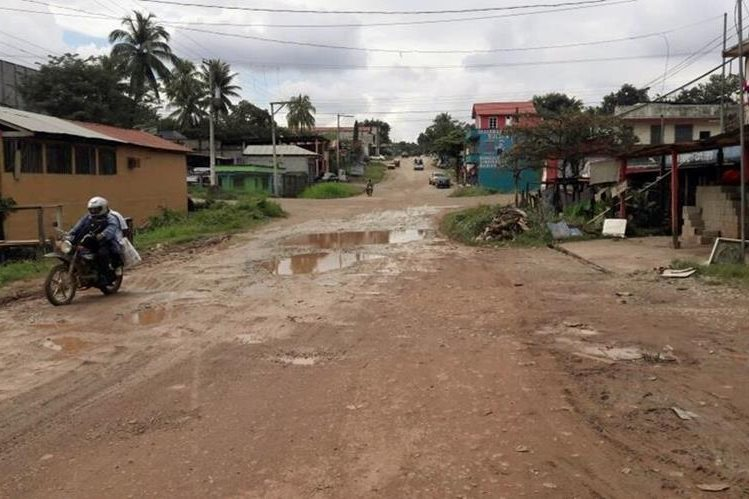 La inconformidad de un sector de la población de Ixcán, Quiché, con el aumento salarial y dietas del alcalde y Concejo, es porque contrasta con el bajo índice de desarrollo del municipio. (Foto Prensa Libre: Óscar Figueroa)