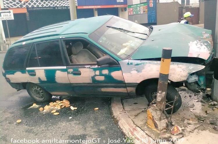 Vehículo colisionó en la 10 avenida y 19 calle de la zona 10. (Foto Prensa Libre: Amílcar Montejo)