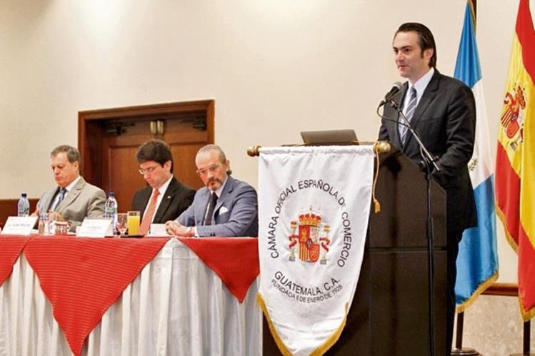 ALFONSO PORTABALES, embajador de España, Rubén Morales, ministro de Economía, y el empresario Rafael Briz sentados y Acisclo Valladares, comisionado para la competitividad, de pie. (Foto Prensa Libre: Paulo Raquec)