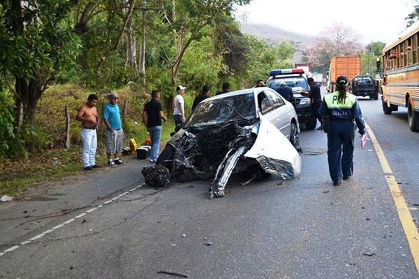 """<p>El piloto falleció por politraumatismo. (Foto Prensa Libre: Erick de la Cruz)<br _mce_bogus=""""1""""></p>"""
