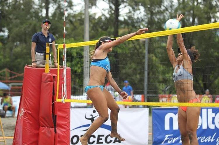 Orellana cumplió 25 años en el voleibol de playa.
