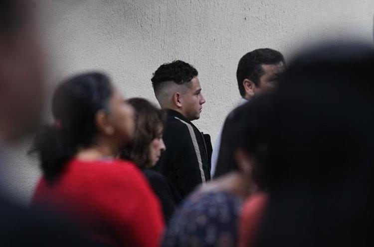 José Manuel Morales llegó con nuevo look a la audiencia de inicio de juicio del caso Botín Registro de la Propiedad. (Foto Prensa Libre: Érick Ávila)