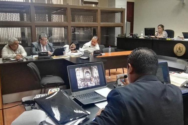 Byron Leonel Linares y Nazario Arana Navas admitieron haber trabajado para la SAT como técnicos aduaneros.  (Foto Prensa Libre: Jerson Ramos)